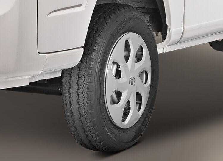 Tata Magic Express 10 Seater Tyres
