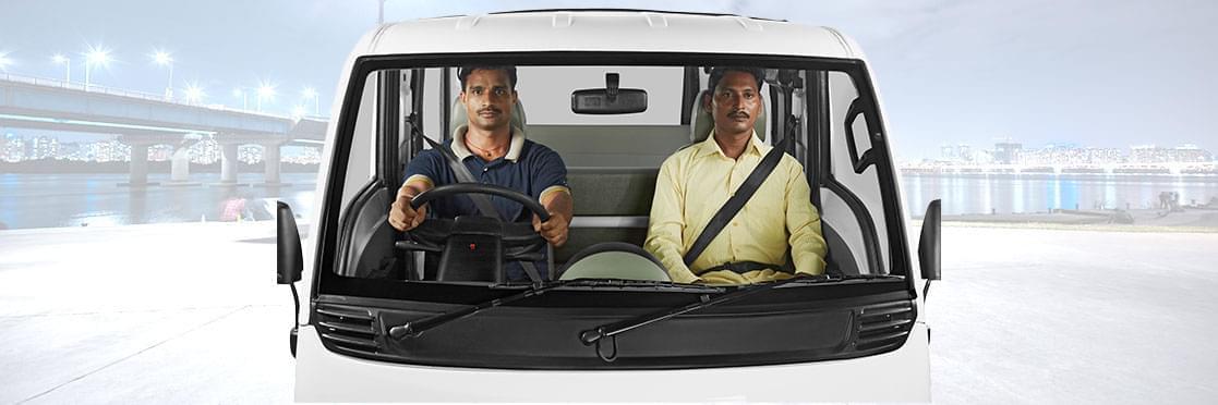 Tata Magic Mantra Front view